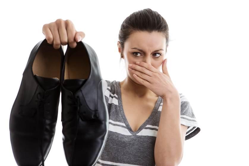 Запах от обуви – как разобраться с проблемой и больше о ней не вспоминать