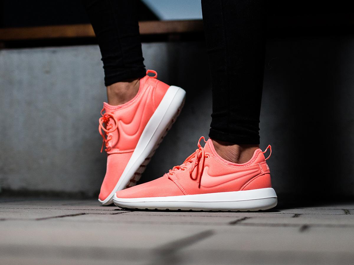 Женские кроссовки Nike как стильная деталь и атрибут здорового образа жизни