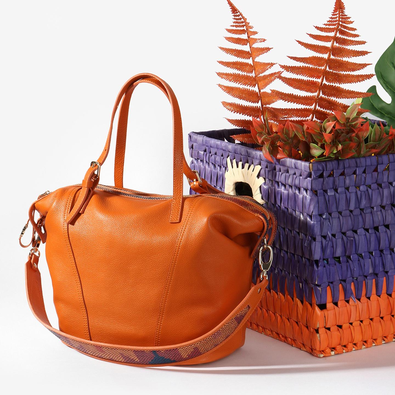 344775bec7ea Вместительная оранжевая сумка с яркими деталями – Италия, рыжего ...