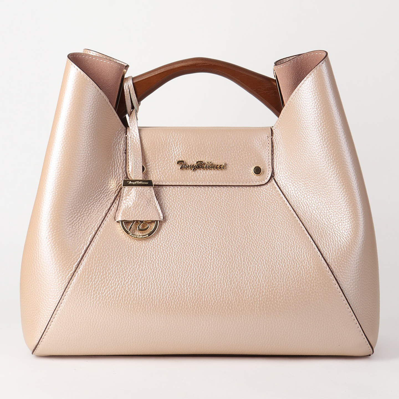 c07fb655b1ed Кожаная сумка в цвете пудровый металлик с деревянной ручкой Tony Bellucci  Женские классические сумки ...