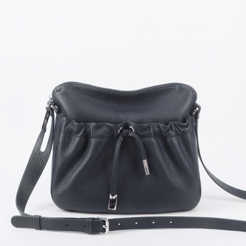 ad09da43d6e6 Темно-синяя повседневная кожаная сумка в силуэте - кисет – Италия ...