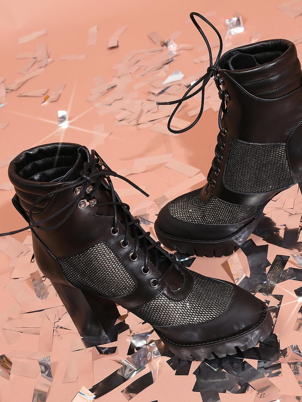 287572eb6 Кожаные ботильоны в стиле драма на шнуровке с золотистыми вставками  Patrizia Pepe ...