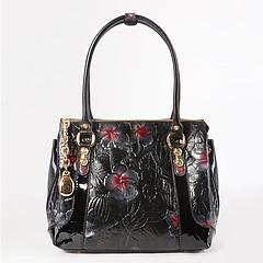 53c523cf4e4c ... Черная сумка-тоут из плотной кожи с объемным цветочным тиснением и  фирменным брелоком с зеркальцем