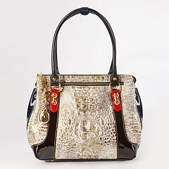 d1727d06331f ... Светло-бежевая классическая сумка-тоут из плотной кожи с объемным  тиснением под крокодила с