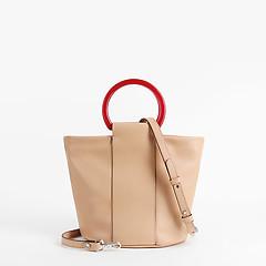 f6740c72ee42 ... Бежевая кожаная сумочка с контрастными пластиковыми ручками Gianni  Chiarini 6860 latte