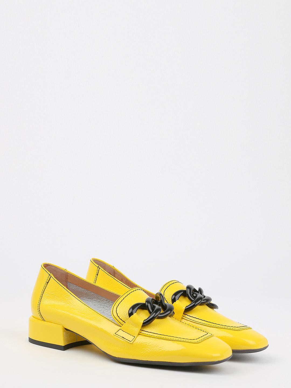 524b39b27858 Желтые лаковые туфли с контрастной цепочкой – Испания, желтого цвета ...