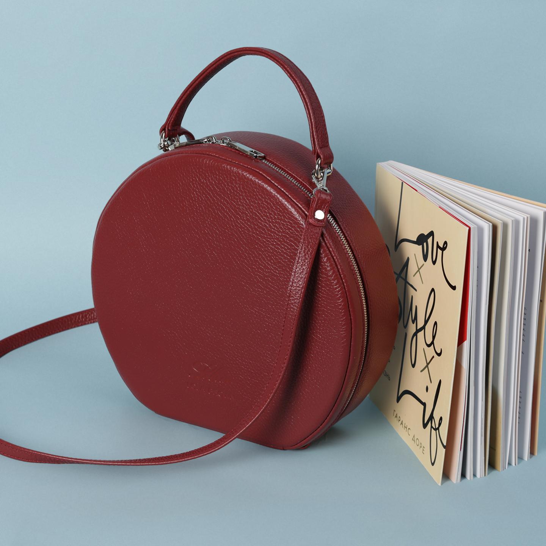 Бордовая круглая сумочка Lola Brown. Женские сумки через плечо Lola Brown 47497c5e54f0d