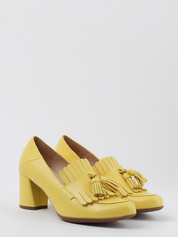 3f0132ee30c9 Желтые кожаные лоферы с кисточками на устойчивом каблуке – Испания ...