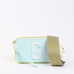 0b043189917d ... Небольшая кожаная сумочка Camera Bag в сочетании голубого и лаймового  цветов Marc Jacobs M0014889_498 light blue