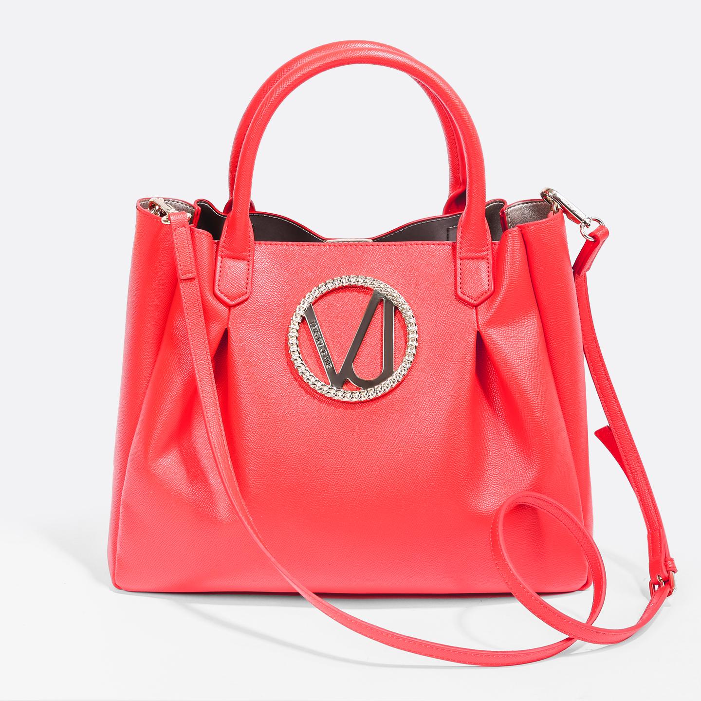 c5993af31dc8 Яркая красная сумка из мягкой экокожи, декорированая крупной золотистой  монограммой Versace Jeans ...