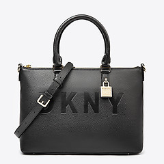 53ea5da7374a ... Черная кожаная сумка-портфель Commuter с фирменным брелоком DKNY  R84DA892 black gold