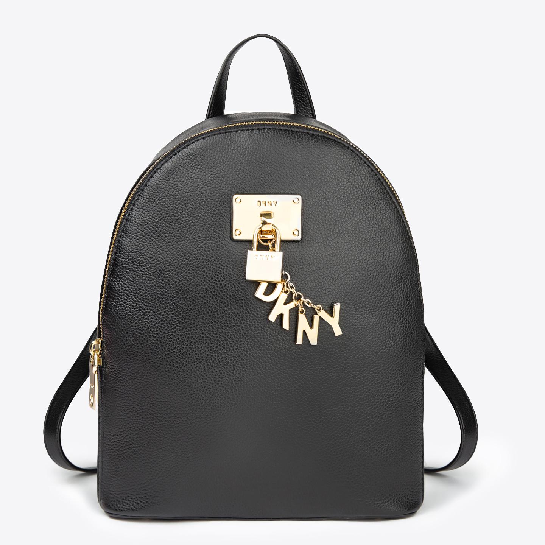 0e8d168ca2b2 Черный кожаный рюкзак Elissa среднего размера с фирменным брелоком DKNY ...